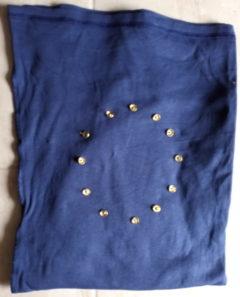 Zdjęcie flagi Unii Europejskiej wykonanej z materiałów domowych