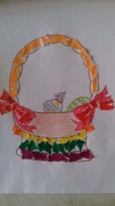 zdjęcie pokolorowanego rysunku koszyczka wielkanocnego