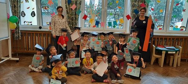 Zdjęcie grupowe Mróweczek z okazji Pasowania na Przedszkolaka