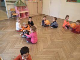 zdjęcie dzieci z balonami