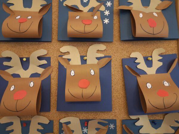 Zdjęcie kartek świątecznych wykonanych przez Biedronki