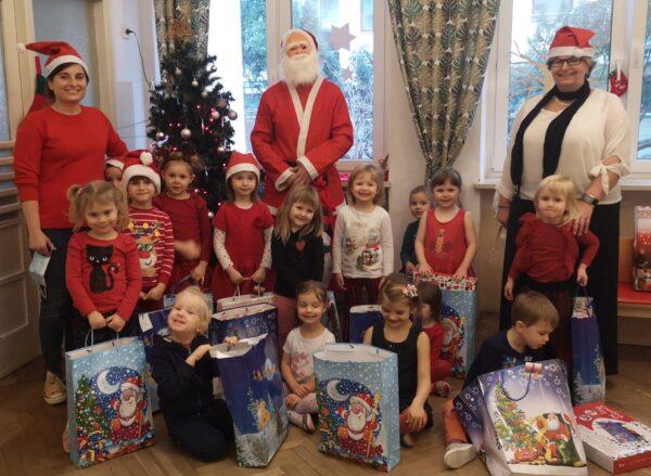 Zdjęcie grupy Mróweczek z Mikołajem