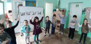 zdjęcie dzieci w sali