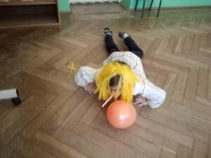zdjęcie dziecka na balu