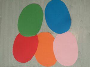 wycięte kolorowe papierowe pisanki