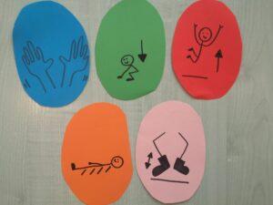 wycięte papierowe pisanki z namalowanymi symbolami