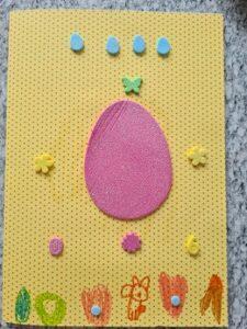Kartka świąteczna z naklejonymi jajkami