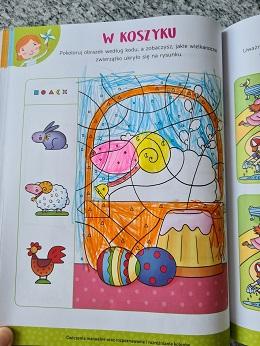 Karta pracy - W koszyku. Na ilustracji znajduje koszyk z barankiem, babką i jajkami