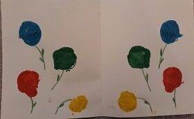 Biała kartka A4 z namalowanymi farbami kwiatkami