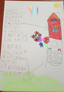 Rysunek dziecka, przedstawiający czerwony domek z oknem i czerwoną firanką, telefon oraz wyrazy, w których zawarta jest litera f