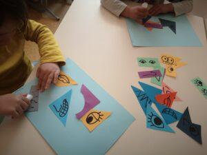 Dzieci wykleją prace