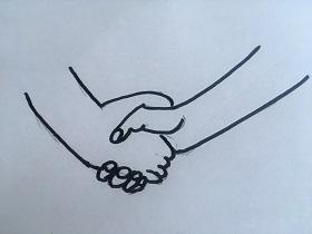 Na białej kartce A4 znajdują się narysowane zaciśnięte dwie ręce