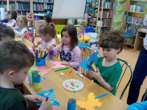 Biedronki w bibliotece - kwiecień